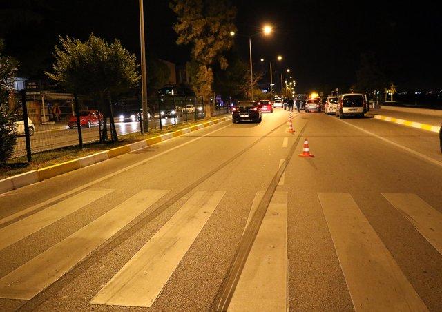 Antalya'da kazada, bisikletli kaputun üstünde 61 metre sürüklendi