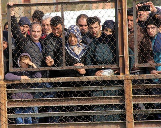 Adana'daki Seyhan Nehri'nden cesedin çıkarılma anını çocuğuna böyle izletti