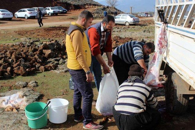 Yağmur duasına çıkan Hatay'ın Hassa ilçesindeki vatandaşlar şükür namazı kıldı