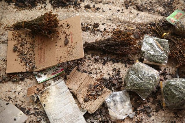 İzmir Buca'da organik diye satılan ama üzerinde fare ve böceklerin gezdiği ürünler ele geçirildi