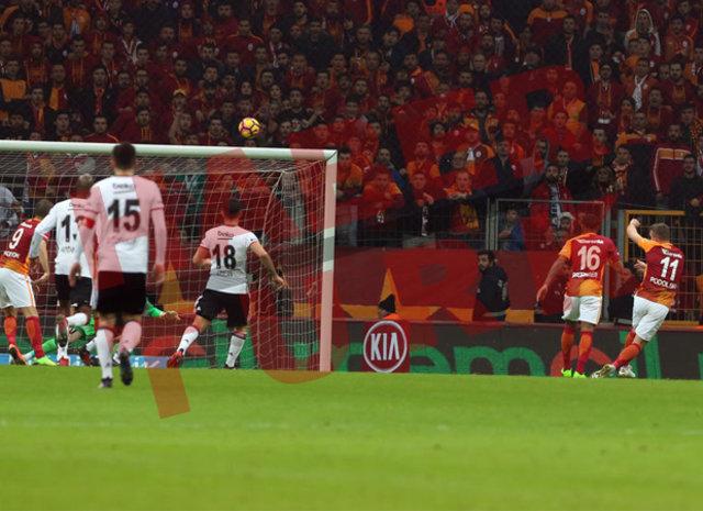 Galatasaray - Beşiktaş derbisinde objektiflere takılanlar