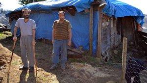 Ordu'da iki kardeş harabe evde yaşam mücadelesi veriyor