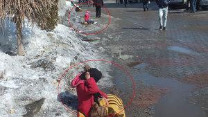 Suriyeli kız çocukları Ağrı'dan gelip Muş Malazgirt'te dileniyor