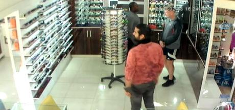 BM askerlerinden saat hırsızlığı kamerada