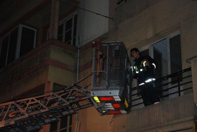 Beyoğlu'nda apartman boşluğuna düşen kişi öldü!