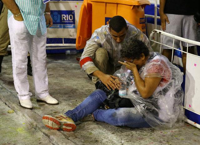 Rio Karnavalı'nda facianın eşiğinden dönüldü: 20 yaralı