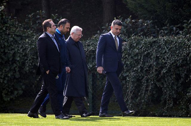 """Aziz Yıldırım'dan futbolculara: """"Bugünden sonra herkes Fenerbahçe'ye yakışır şekilde mücadele edecek"""""""