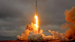 SpaceX firmasından Ay'ın çevresinde uçuş imkanı