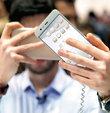 Mobil Dünya Kongresi dün kapılarını açtı. Teknoloji şirketleri günümüzün en yeni mobil cihazlarını tanıtmaya başladı. 'The Next Element' sloganıyla yola çıkan fuarda bütün gözler mobil teknolojiyi takip edecek bir sonraki büyük devrimin arayışında