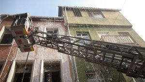 Dolapdere'de metruk binada yangın