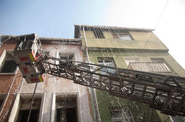 SON DAKİKA: Dolapdere'de metruk binada yangın
