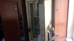 Tekirdağ'da hırsızların bir saat uğraşarak açtıkları çelik kasadan 2,5 TL çıktı