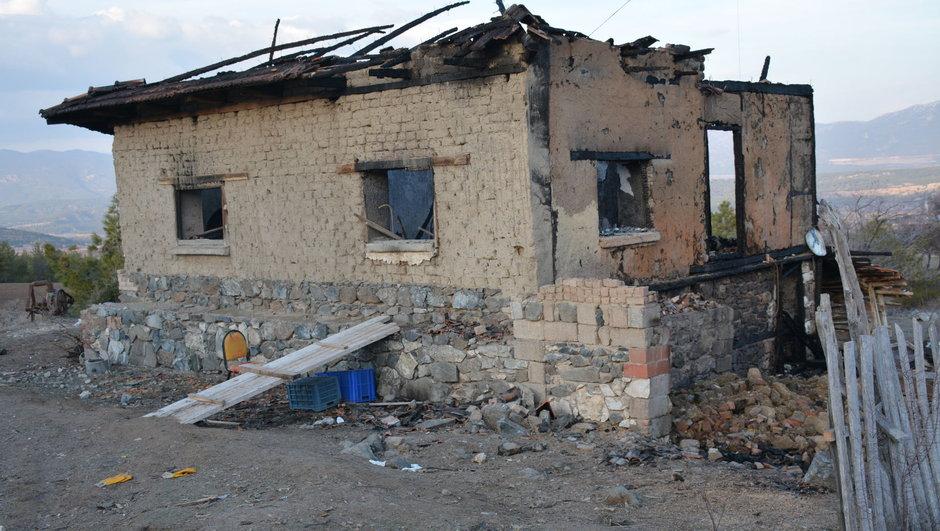 Yanan evde mahsur kalan yaşlı kadın hayatını kaybetti