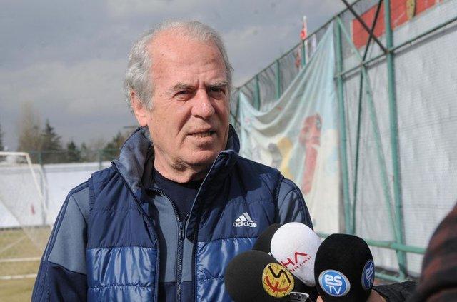 Eskişehirspor'da Mustafa Denizli ile Erkan Zengin arasında gerginlik