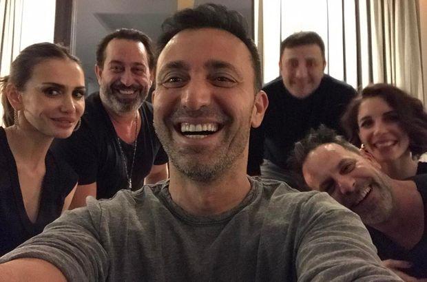 Mustafa Sandal, evinde Cem Yılmaz ve Ozan Güven'i ağırladı