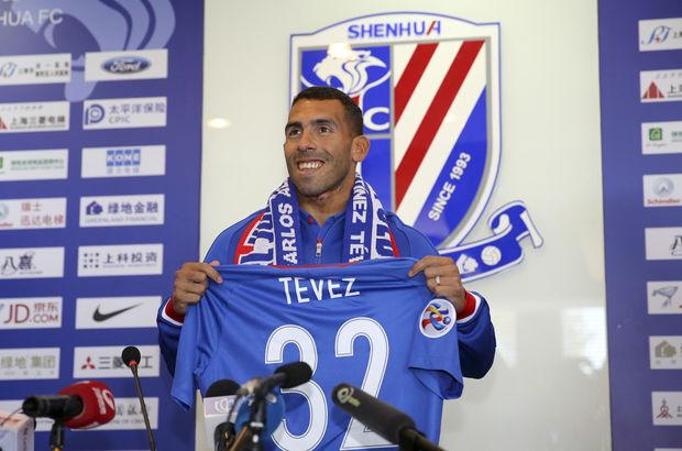 Dünyanın en çok kazanan futbolcusu Carlos Tevez