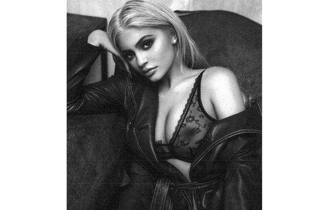 Kylie Jenner, belfie pozuyla sosyal medyayı salladı!