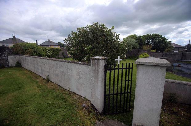 İrlanda'da kilisede toplu mezar bulundu