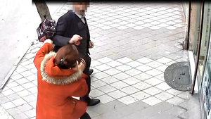 Niğde'de çocuğu ile yolda yürüyen kadına taciz iddiası
