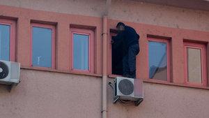 Karabük'te oğlunu göremeyen baba, duruşmada intihara kalkıştı