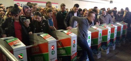 Kadıköy Uzunçayır Metrobüs durağında turnike arızası