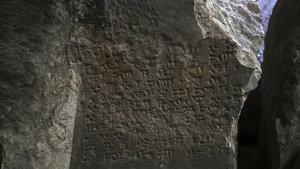 DEAŞ'ın Musul'daki kaçış tünelinde 2 bin yıllık taş kabartmalar