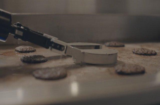 Restoranda köfte yapan robot: Flippy