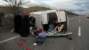 Kayseri'de yolcu minibüsü ile otomobil çarpıştı