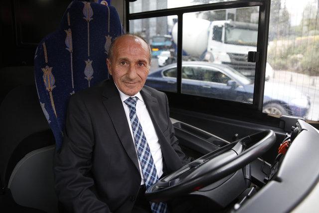 İETT'nin fenomen şoförü Hikmet Yılmaz'ı emekliliğe Habertürk uğurladı