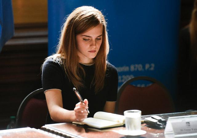Amanda Seyfried ve Emma Watson'a çıplak fotoğraf şoku!