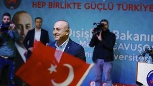 Mevlüt Çavuşoğlu'na öğrencilerden sürpriz