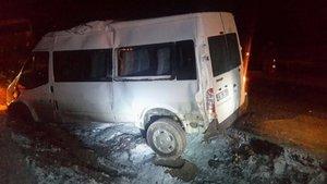 Ağrı'da askeri araçların geçişi sırasında trafik kazası