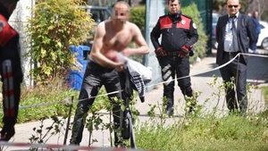 Antalya'da tedavi edilmediğini iddia eden bir kişi kendini kesti