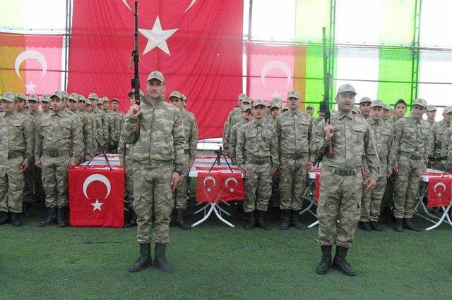 Hakkari'de 174 korucu Türkçe ve Kürtçe yeminle göreve başladı