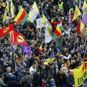 Terör örgütü PKK, Almanya'nın göbeğinde şov yaptı
