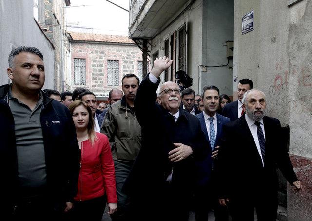 Bakan Nabi Avcı İzmir'de Basmane'yi gezdi