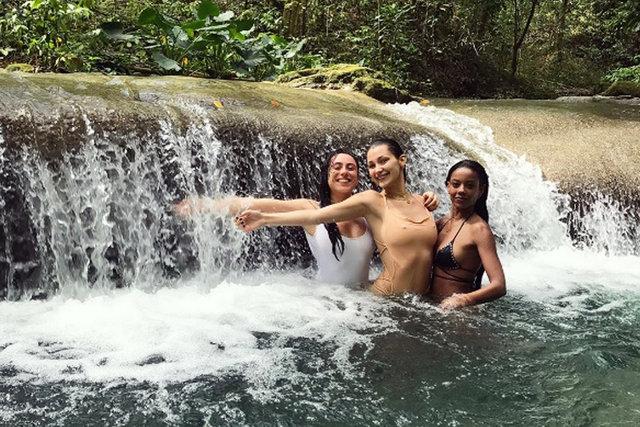 Bella Hadid, Jameika'da tatil yapıyor