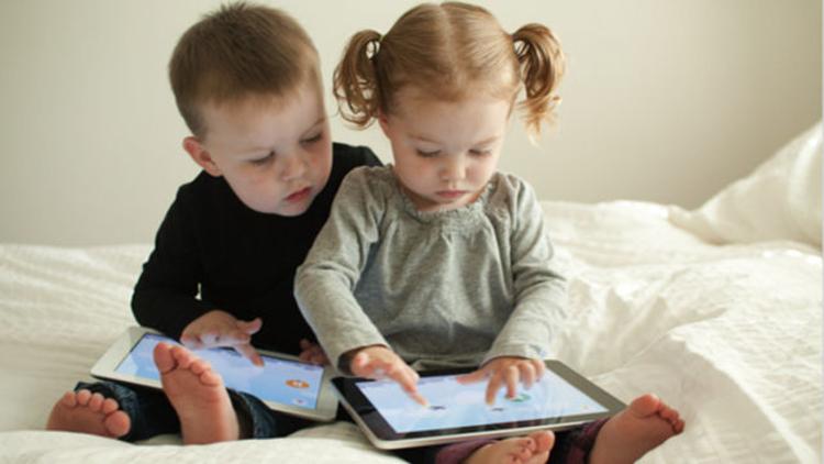 Televizyon, tablet-bilgisayar ve akıllı telefonlar çocukları bağımlı hale getiriyor.