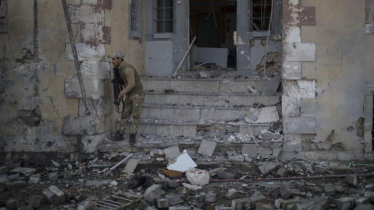 Bağdat'ın güney kesminde bomba yüklü araçla gerçekleştirilen intihar saldırısında en az 13 kişi öldü.