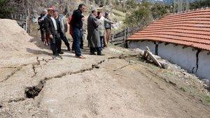 Antalya Kumluca'da heyelan nedeniyle 12 ev boşaltıldı