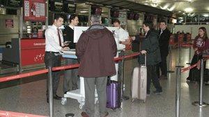 İstanbul'dan Londra'ya gerçekleşen ilk uçuşta yasak uygulanmadı