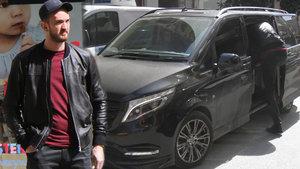 Semih Erden, boyundan dolayı minibüsü tercih ediyor