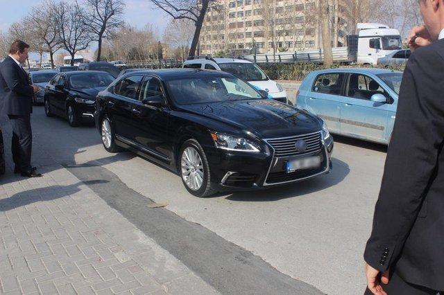 Bakan Zeybekçi makam arabasını değiştirdi: Mercedes yerine Lexus