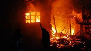 Antalya'da 300 yıllık ahşap düğmeli ev yandı