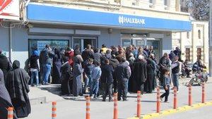Kızılay, Suriyelilere 100 TL'lik bankamatik kartı dağıtıyor