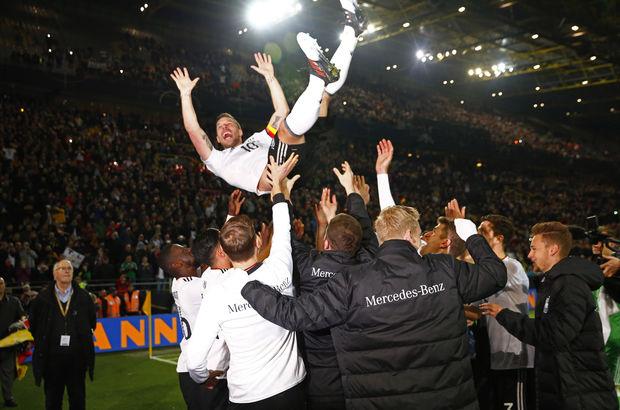 Podolski'ye tebrik mesajları