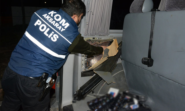 Aksaray'da durdurulan kamyonetin yedek lastiğinden kaçak sigara çıktı