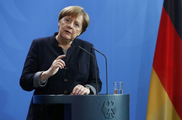 Angela Merkel'den 'referandumu bekleyelim' mesajı