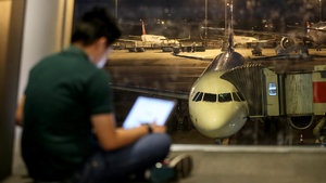 ABD ve İngiltere'ye elektronik yasağında ilk krizi İngiliz havayolu şirketi yaşadı