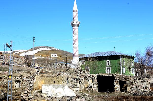 Erzurum'un o ilçesinde okullar tatil edildi